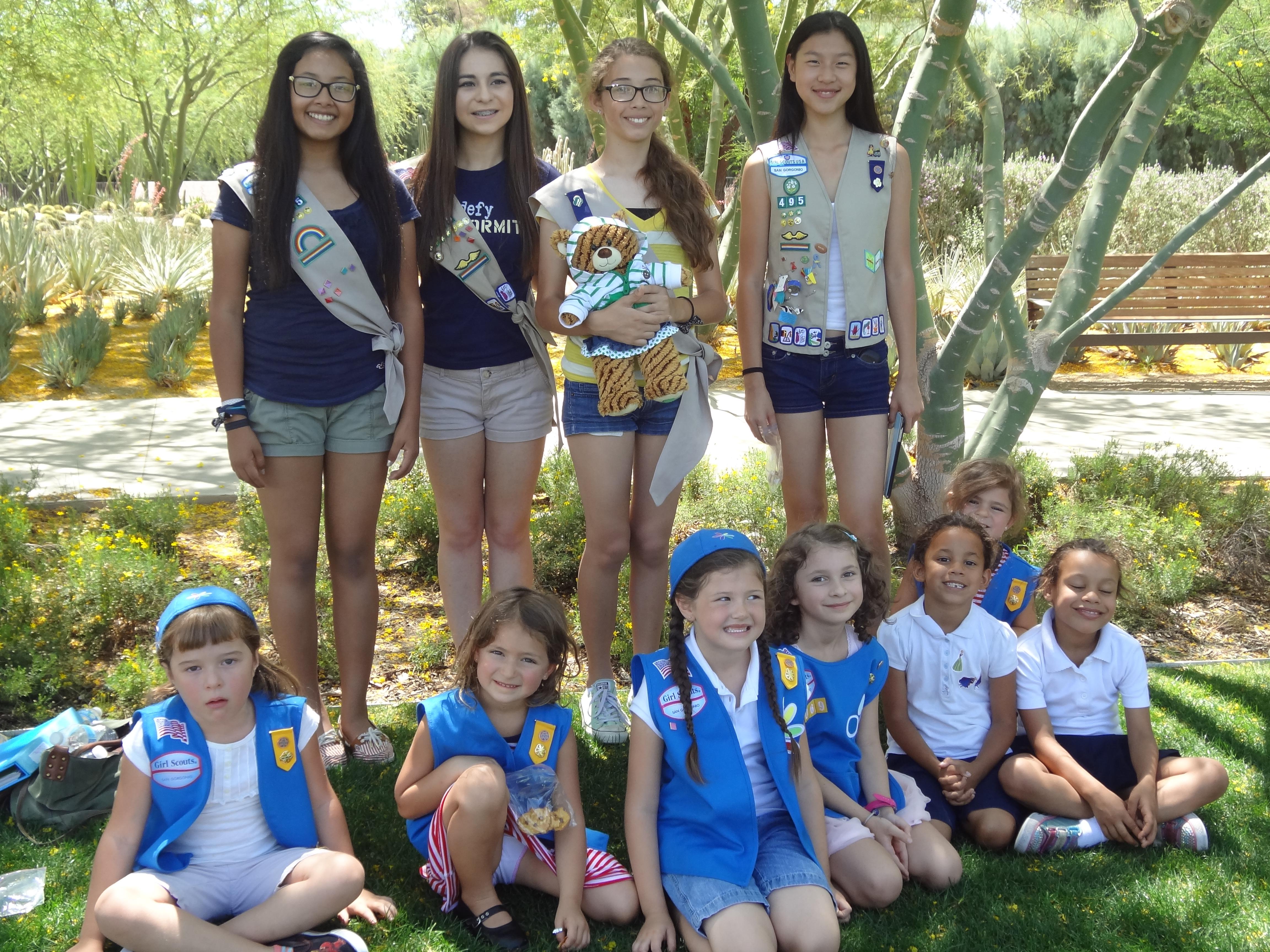 daisy super troop 4069 visits sunnyland with older girl
